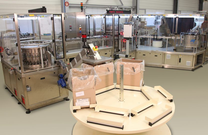 Continuous motion machine used in an assembly line for its efficiency